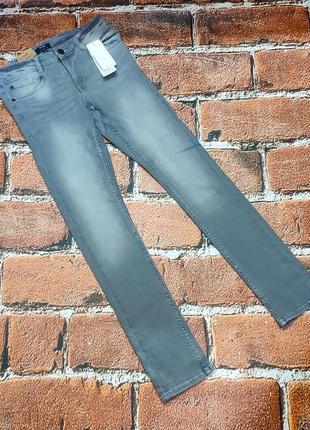 Серые джинсы-скинни на мальчика 158/164