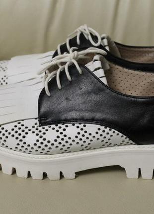 Італійські шкіряні туфлі з перфорацією pertini