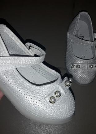 Туфли  мигалки девочке сандали