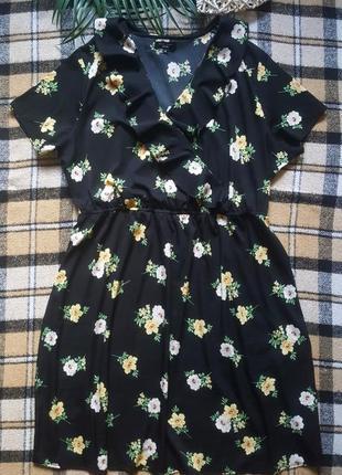 Легкое цветочное платье с рюшами7 фото