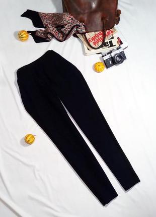 Стильные двухцветные узкие брюки