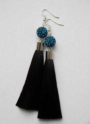 Чёрные серёжки кисточки с тёмно-бирюзовыми бусинами шамбала