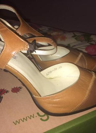 Туфли в офис кожа 38-39 размера новые