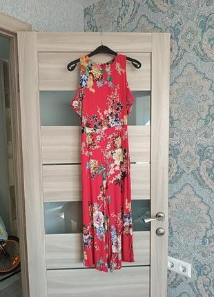 Большой выбор платьев - актуальный красивый комбинезон кюлотами в цветы