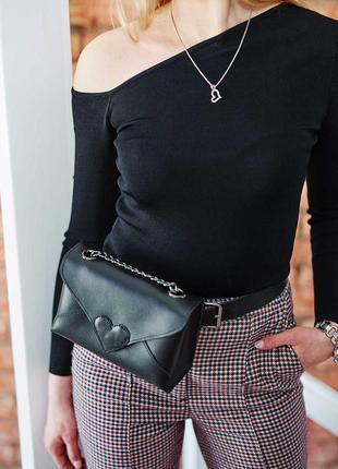 Кожаная молодежная сумка-клатч на пояс или через плечо на цепочке