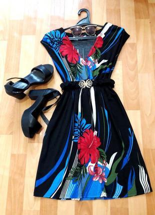 Красива сукня з пояском