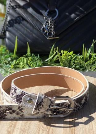 Кожаный ремень со змеиным принтом