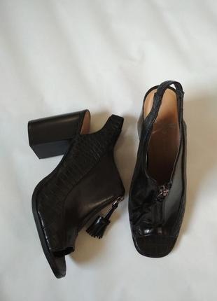 Шикарные туфли с открытым носком ,ботильоны.