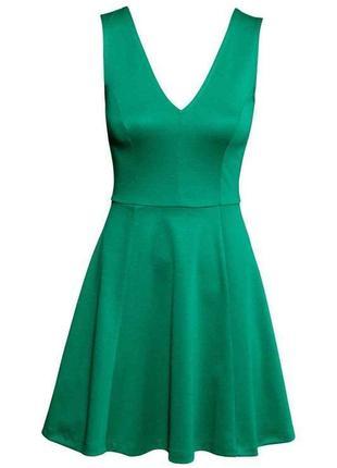 Зелёное платье а-силуэта