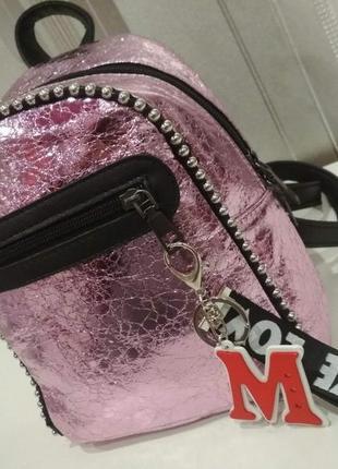 Розовый рюкзак с брелком красивый