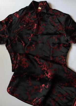 Чорне плаття в японському принті.