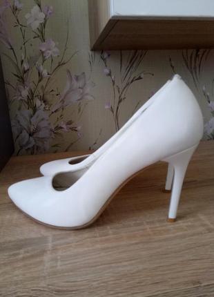 Белые туфли лодочки свадебные туфли