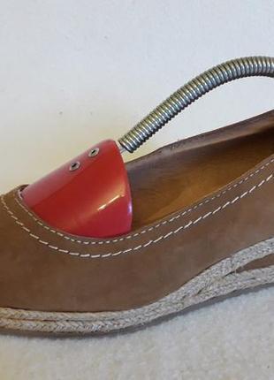 Замшевые туфли на танкетке фирмы 5th avenue p. 39 стелька 25,5 см