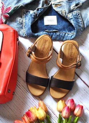 Кожаные босоножки на толстом каблуке 35-36 рр