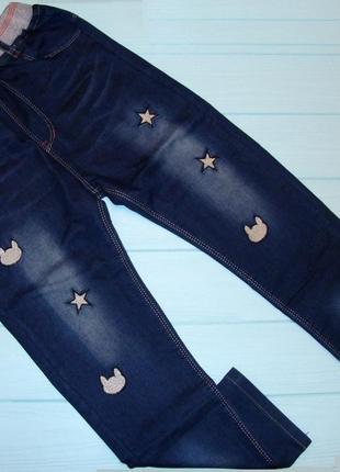 Классные джинсы на девочку талия на резиночке. очень удобные.