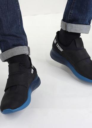 Мужские кроссовки на липучке