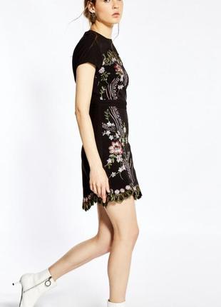 Платье с вышивкой sfera испания2 фото