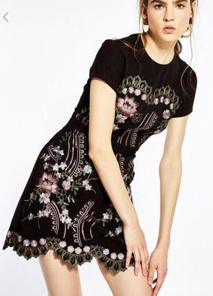 Платье с вышивкой sfera испания3 фото