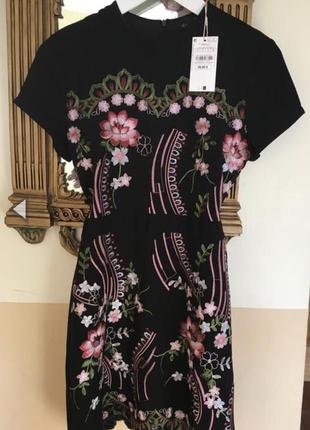 Платье с вышивкой sfera испания8 фото
