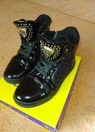Лаковые деми ботинки