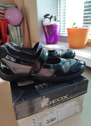 Фирменные кожаные туфли geox р-р 34 оригинал