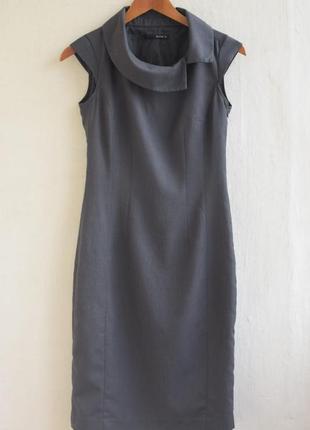 Деловое облегающее платье миди