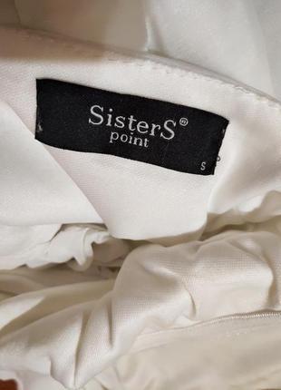 Белое нарядное платье по фигуре с открытыми плечами4