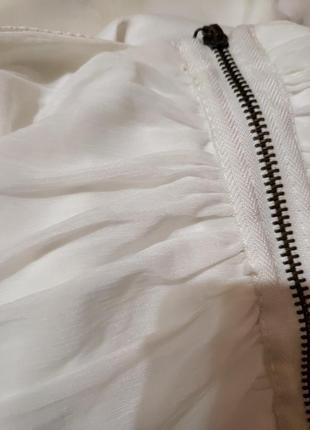 Белое нарядное платье по фигуре с открытыми плечами5