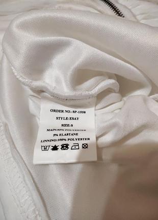 Белое нарядное платье по фигуре с открытыми плечами6
