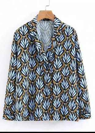 Блуза с актуальным принтом размер м-s