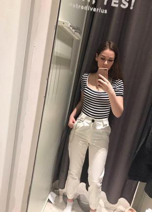 Белые брюки джинсы