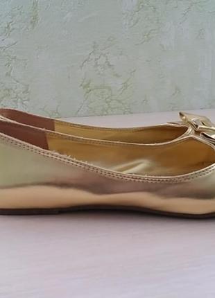 Балетки туфли лодочки золотые.