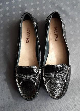Кожаный лаковые черные фирменные балетки фирмы pavers в новом состоянии