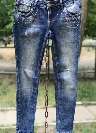 Брендовые джинсы с потёртостями, дисперсией speedway