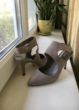 Туфли с открытой пяточкой серого цвета на каблуке next