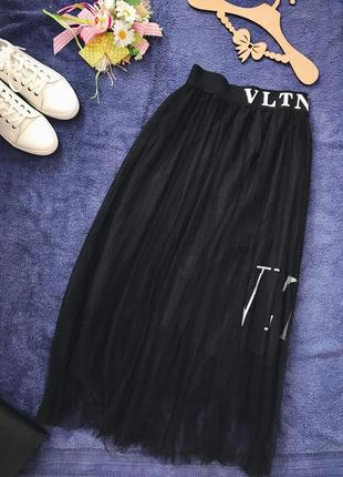 Чёрная базовая юбка макси плиссе фатин со слоганом valentino3 фото
