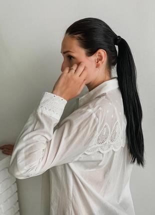 Прямая рубашка с нежнейшей перфорацией