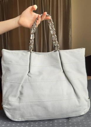 Кожаная вместительная сумка молочного цвета фирмы coccinelle2 фото