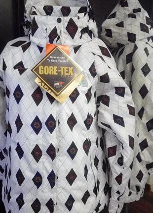 Сноубордическая куртка на синтетическом утеплителе
