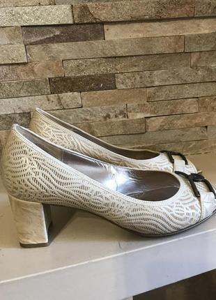 Красивые кожаные  летние туфли gabor