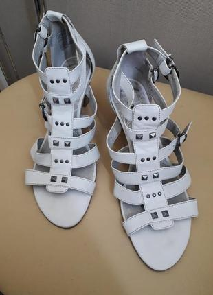 39 р. tamaris кожаные босоножки сандалии