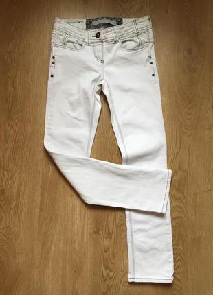 Стильные джинсы скинни со стразами  river island 10рр
