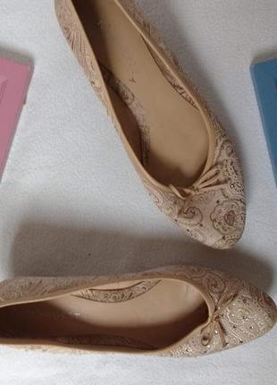 """Красивые туфли со стразами на маленьком каблуке """"nine west"""""""