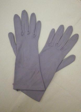 Перчатки бледно-сиреневого цвета