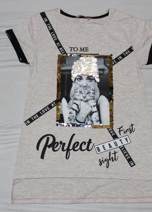 Длинная бежевая футболка с надписями и двухсторонними пайетками, турция