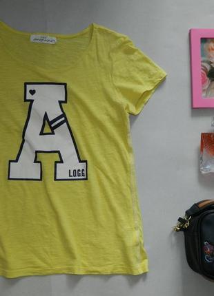Стильная яркая футболка с принтом
