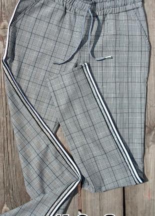 Серые повседневные классические брюки в клетку с лампасами с 42 по 50 р