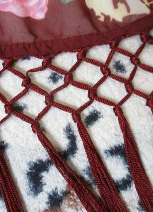 Яркая шифоновая накидка кимоно с бахромой в цветочный принт5 фото