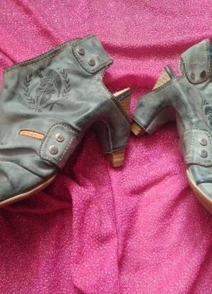 Стильні туфлі /чобітки  з відкритим носиком /tamaris!