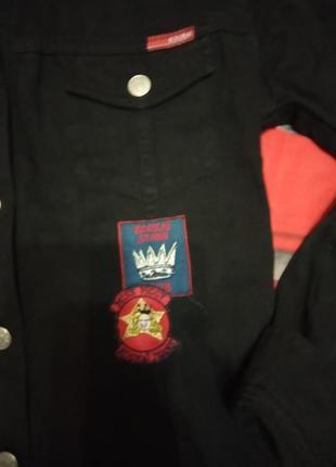 Пиджак джинсовый с нашивками2 фото